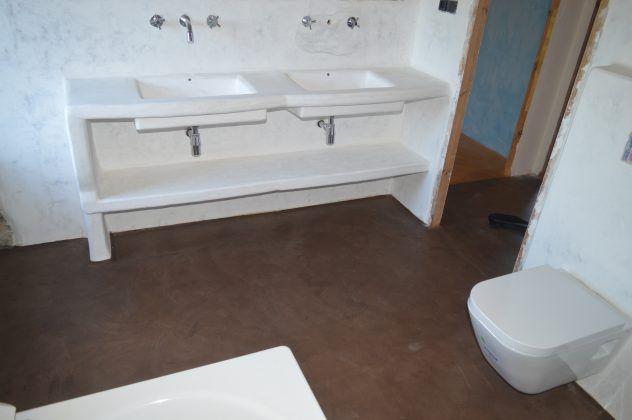 Pavimento continuo de cal baños